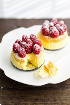 Japanese Souffle Cheesecake source More cake & cookies & baking inspiration! Asian Desserts, Köstliche Desserts, Delicious Desserts, Dessert Recipes, Sushi Recipes, Plated Desserts, Vegetarian Recipes, Japanese Cake, Mini Cakes
