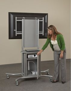 Adjustable Height Flat Screen TV Stand   Pic2