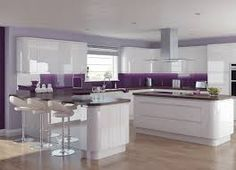 Elegant and Lovely Glossy White Kitchen Cabinets : Luxurious Glossy White Purple Kitchen Design With Fabolous Kitchen Island And Beautiful Laminate Flooring Purple Kitchen Walls, Purple Kitchen Designs, High Gloss White Kitchen, Kitchen Black, Kitchen Living, New Kitchen, Kitchen Decor, Kitchen Ideas, Kitchen Seating