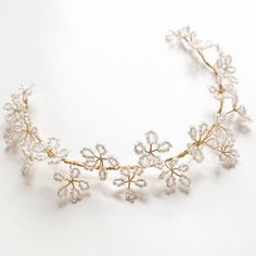 Anyone else totally obsessed with Daisies? This is our new DAISY hairvine in Gold and white, the perfect floral accent to add to a relaxed updo or tousled curls ✨✨✨ . Hair Jewels, Hair Beads, Wire Jewelry, Wedding Jewelry, Bridesmaid Bracelet, Wedding Hair Pieces, Headpiece Wedding, Hair Vine, Hair Ornaments