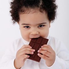 DescriptionThe guilt free Chocolate Bar. 100% BPA free silicone Chocolate Bar teethers that babies really want to sink their teeth into.   Jellystone Designs has created a fun way to help your baby teethe with baby's first Chocolate Bar. All of the fun of chocolate with none of the guilt! Chocolate Bar jChews are soft on gums and ideal for teething babies.   Available in Milk Chocolate only