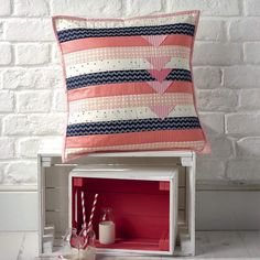 """https://flic.kr/p/CPZeVK   Issue 31 of Love Patchwork & Quilting is now on newsstands and my favorite brilliant editors @lovequiltingmag have included my Modern Prairie Points pillow!  Now that it's """"out there"""" I'll be doing a mini quilt variation soon. Pick up this issue in the UK"""