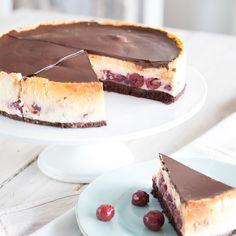 Schwarzwälder Kirschtorte in einer wunderbar cremigen Fusion mit American Cheesecake - warum sich entscheiden wenn man beides haben kann?