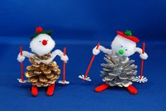 So here is the next craft that we will be doing on Christmas Craft Day...an easy Pine cone Skier .  Materials Required: pine cone 2 round t...