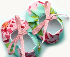 Baby girl shoes - booties, size 6-12 months in pink dahlias