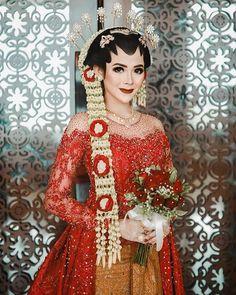 Wedding Makeup, Diy Wedding, Wedding Photos, Dream Wedding, Kebaya Brokat, Kebaya Dress, Javanese Wedding, Traditional Wedding Dresses, Wedding Looks
