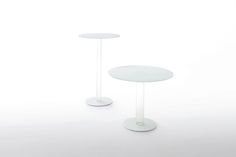 HUB BISTROT - HUB COCKTAIL Design Piero Lissoni | Series of high tables with round shape. The top in tempered glass 12 mm. thick is supported by a base composed of a hollow cylinder in transparent borosilicate glass and a foot in glass 12 mm. thick provided with ballast. The top and the foot are available in glossy lacquered or opaque lacquered glass.