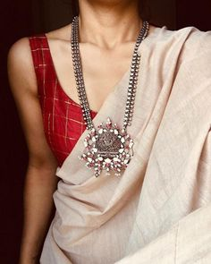 Trendy Sarees, Stylish Sarees, Indian Fashion Dresses, Indian Designer Outfits, Indian Outfits, Saree Blouse Patterns, Saree Blouse Designs, Cotton Saree Designs, Saree Jewellery