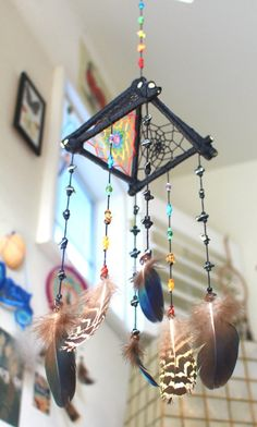 35 Classy DIY Bedroom Decor Projects to Adorn Your Home in Budget Dreamcatchers, Dream Catcher Tutorial, Dream Catcher Craft, Diy And Crafts, Arts And Crafts, Diy Wind Chimes, Crafty Craft, Crafting, Diy Art
