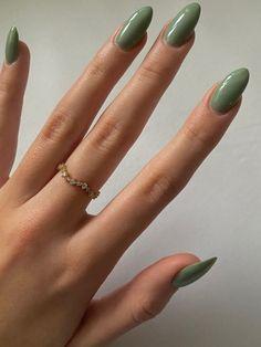 Almond Acrylic Nails, Best Acrylic Nails, Acrylic Nails Green, Almond Nails, Dark Green Nails, Green Nail Art, Nagellack Design, Acylic Nails, Funky Nails