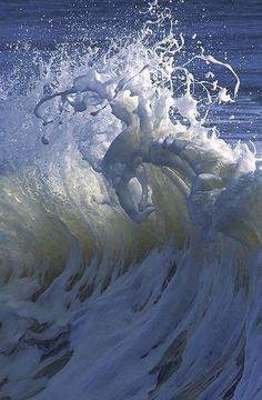 Wave Fan - Crashing into me!   Найдено на сайте abretumente.tumblr.com.