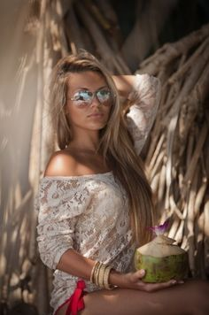 I love the style. Long pretty hair, lace top, aviators ♥