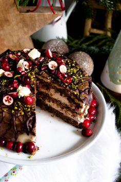 Eine raffinierte Weihnachtstorte mit Marzipan, weihnachtliche Gewürze, etwas Frucht und Schokolade.