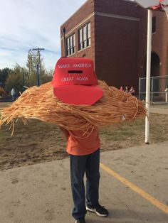 A boy is about to make Halloween great again. This incredible Donald Trump costume was designed by Jessica DeVader of Wichita, Kansas, and worn by her son, Gage. Homemade Halloween Costumes, Halloween Costumes For Teens, Halloween Make Up, Costumes For Women, Halloween Decorations, Women Halloween, Halloween Ideas, Halloween College, Halloween Office