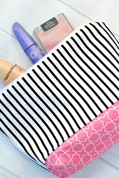 Who doesn't love a handy little bag? They're fun to make (and easy!) and they're handy to have around. Stuff this little makeup bag full of cosmetics or any other little trinkets …