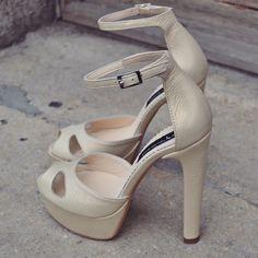 #rosettishowroom #the5thelementstore #springsummer #sandals #highheels #bridal