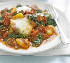 Gnocchi bolognese with spinach. A filling, cheesy bake that is great for lunch the next - if there's any left! Mince Recipes, Gnocchi Recipes, Spinach Recipes, Pasta Recipes, Bbc Good Food Recipes, Cooking Recipes, Healthy Recipes, Italian Dishes, Italian Recipes
