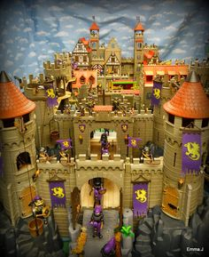 The Castle of Playmobil ~ Emma. Childhood Toys, Childhood Memories, Medieval, Playmobil Toys, Paw Patrol Toys, Mini Doll House, Toy Display, Geek Games, Toys