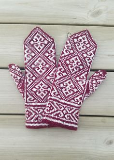 Ravelry: Project Gallery for Egyptian Mittens pattern by Tuulia Salmela