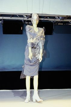 See the complete Maison Margiela Fall 1998 Ready-to-Wear collection.