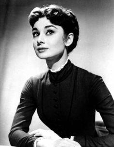 In Love With Audrey Hepburn Audrey Hepburn Outfit, Audrey Hepburn Born, Audrey Hepburn Photos, Katharine Hepburn, Golden Age Of Hollywood, Vintage Hollywood, Hollywood Icons, Hollywood Actresses, Divas