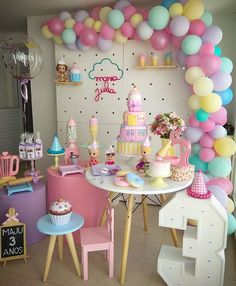 birthday party ideas for girls Donut Birthday Parties, Donut Party, Birthday Party Decorations, Festa Baby Alive, Ice Cream Party, Candy Party, Girl Birthday, Indoor Birthday, Birthdays