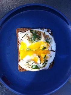 ...on toast de pain de seigle. Just love it.