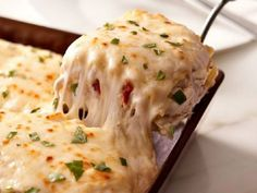 If you love cheesy, creamy goodness, then you will love this Creamy White Chicken Lasagna recipe that takes lasagna to a whole new level! Chicken Artichoke Lasagna, White Chicken Lasagna, Chicken Alfredo Lasagna, Chicken Pasta, Pasta Dishes, Food Dishes, Food Porn, Good Food, Yummy Food