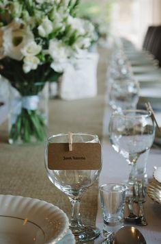 winietki, dekoracja na stole, kwiaty, wesele | zdjęcie:  PhotoDuet    |    florystyka, dodatki, poligrafia: minwedding