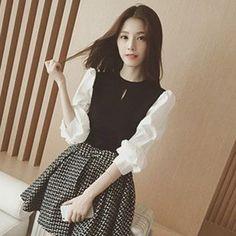 在YesStyle.com 購買 'Ashlee 品牌 – 假兩件針織連衣裙', 多買符合優惠的 中國 產品,即可享受免郵費快遞服務!