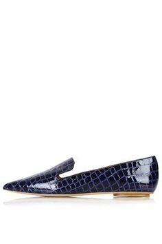 KURVE Pointed Croc-Effect Shoes