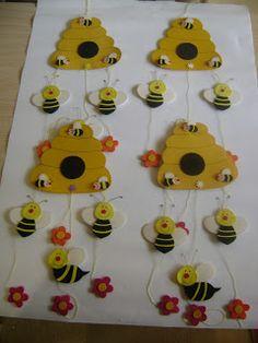 Ateliê Lilika: Móbile Abelhas na Colméia!!! Kids Crafts, Animal Crafts For Kids, Bee Crafts, Diy Home Crafts, Art For Kids, Paper Crafts, Bees For Kids, Decoration Creche, Foam Sheet Crafts