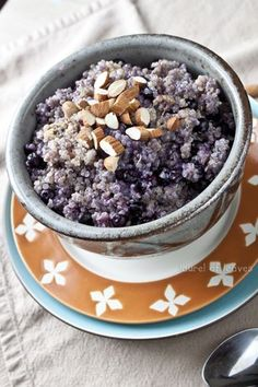 """Blueberry Breakfast Quinoa Clean Eating Clean Carbs Complex Carbs High Protein Quinoa Blueberry """"Oatmeal"""" ✅✅✅added chia seeds, 1 mashed banana and chopped walnuts Breakfast Desayunos, Blueberry Breakfast, Clean Eating Breakfast, Eating Clean, Breakfast Recipes, Blueberry Oatmeal, Dinner Recipes, Clean Eating Recipes, Cooking Recipes"""