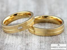 Eheringe+mit+Diamant+4+&+5mm,+585+Gelbgold,+3324+von+Schmuckbotschaften+auf+DaWanda.com   #schmuckbotschaften #goldschmiede #berlin #schoeneberg #gabrielegewecke #eheringe #trauringe #hochzeitsringe #individuell #gold #silber #platin #handarbeit #handmade #jewelry #weddingsrings #goldsmith #diamond #brillant