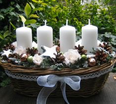Advent Wreath Candles, Christmas Advent Wreath, Silver Christmas Decorations, Christmas Card Crafts, Christmas Room, Xmas Wreaths, Christmas Candles, Noel Christmas, Christmas Centerpieces