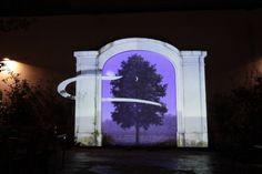 Onirica festiva, videomapping di un arcata murale.