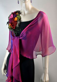 Shimmery Shades of Magenta Color. 60 Fashion, Couture Fashion, Fashion Outfits, Chiffon Shawl, Silk Chiffon, Indian Designer Outfits, Designer Dresses, How To Wear Scarves, Scarf Styles