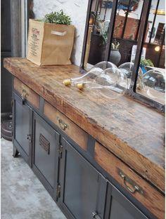 Etabli d'atelier métallique Rustic Living Room Furniture, Wood Furniture, Kitchen Utilities, Old Cabinets, Vintage Industrial Furniture, Eclectic Decor, Furniture Inspiration, Contemporary Decor, Kitchen Remodel