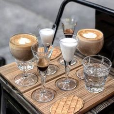18 Best Coffee Shops in NYC - Where to Get New York City Coffee Coffee Shop New York, Coffee In Paris, Best Coffee Shop, Coffee Cafe, Coffee Shops, Brooklyn Coffee, New York City, Expresso Coffee, Manhattan Nyc