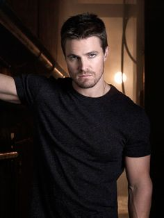 Carter Linsey is pissed. (Stephen Amell from CW's Arrow) E porque não? Susanna Thompson, Oliver Queen Arrow, Tommy Merlyn, Colin Donnell, David Ramsey, Arrow Tv Series, Stephen Amell Arrow, Dc Comics, The Cw Shows