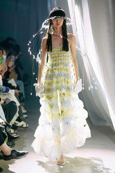 Couture Fashion, Runway Fashion, Fashion Show, Fashion Outfits, Fashion Design, Gala Dresses, Nice Dresses, Flower Girl Dresses, Fairytale Fashion