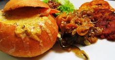 Panecook relleno de ahuyama, queso y champiñones, acompañado de berenjenas con zukini y piña, y patacones. Vegetarian