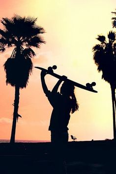 children beach sunset, going home with my longboard ♥ Skate Girl, Beach Bum, Summer Beach, Skateboards, Belle Photo, Silhouettes, Summer Vibes, Summer Nights, Ocean