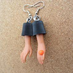 ****2******//////visitare...............///Anello arancione - Upcycled bottiglia tappo Doll mano orecchini