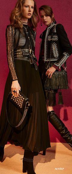 The complete Elie Saab Pre-Fall 2018 fashion show now on Vogue Runway. Moda Fashion, Star Fashion, New Fashion, Fashion News, Runway Fashion, Fashion Trends, Ellie Saab, Fashion Week 2018, Autumn Fashion 2018