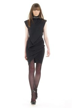 See the complete Donna Karan Pre-Fall 2009 collection.