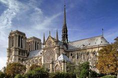 Quer conhecer Paris? Vou te apresentar um pouquinho desse lugar extraordinário ! 1 - Catedral Notre Dame A primeira dica dos principais pontos turísticos em Paris é a belíssima e histórica Catedral de Notre Dame no Centro da capital francesa. Situada na Île de la Cité Notre Dame recebe por ano mais de 10 milhões de turistas de todas as partes do mundo que não importa o tempo enfrentam grandes filas para conhecer seu interior e subir a uma de suas torres para ter o privilégio de admirar uma…