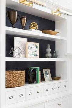 Nice Living Room Paint Colors Ideas in 2019 Living Room Shelves, Cozy Living Rooms, My Living Room, Living Room Furniture, Living Room Decor, Dining Room, Built In Wall Shelves, Painted Bookshelves, Bookcases