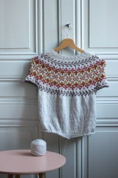 Apprendre à tricoter en rond - Blog tricot Jaquard Tricot, Schneider, Knitting Patterns, Knit Crochet, Couture, Sewing, Gillet, Assemblage, Shawl