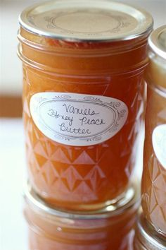 How to make this vanilla honey peach butter and can it for later use in the winter. Vanilla Honey Peach Butter, I love vanilla and peach flavors together. And these would make a great gift Chutneys, Food Storage, Storage Room, Peach Butter, Honey Butter, Peach Vanilla Jam, Peach Puree, Lemon Butter, Apple Butter